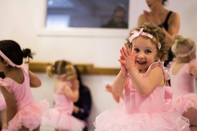 Escola oferece aula de ballet em Colombo