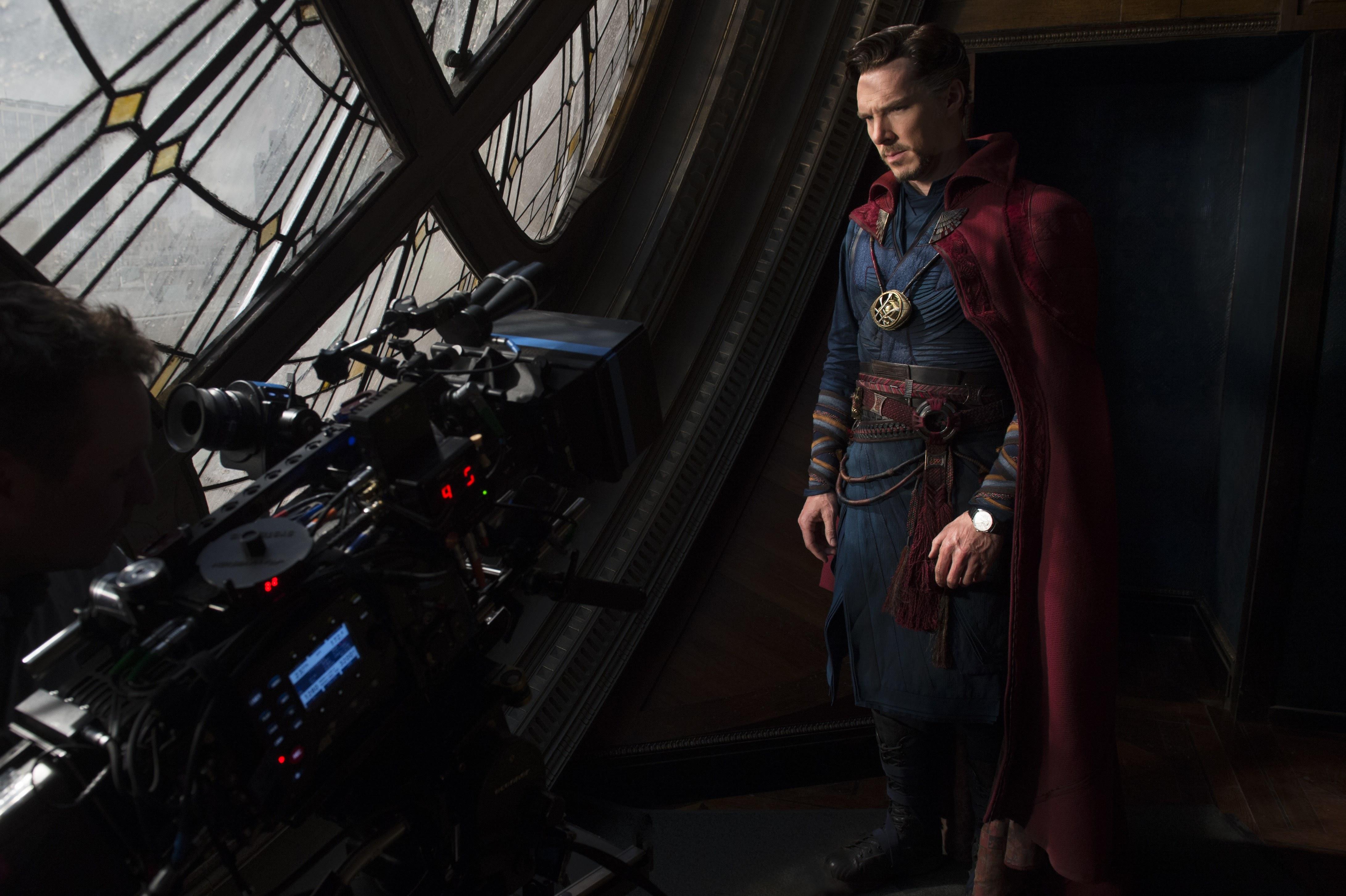 Doctor Strange 2 : ベネディクト・カンバーバッチの魔法使いのヒーローが、スカーレット・ウィッチと共演する「ドクター・ストレンジ」の第2弾「マルティヴァース・オブ・マッドネス」は初夏の5月にクランクイン ! !