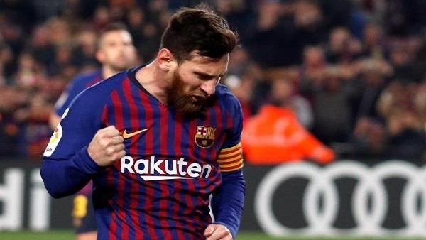 ميسي يتألق ويقود برشلونة للفوز على إشبيلية برباعية مثيرة في الدوري الإسباني