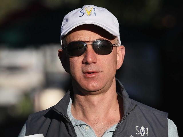 Depois de ultrapassar Bill Gates na última quinta-feira (27), Jeff Bezos volta para o segundo lugar na lista dos mais ricos do mundo