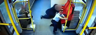 Conductor de tren sale coriendo