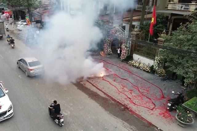 Hà Nội: Đám cưới đốt pháo đỏ đường, có sự bảo kê để chơi ngông, coi thường pháp luật?