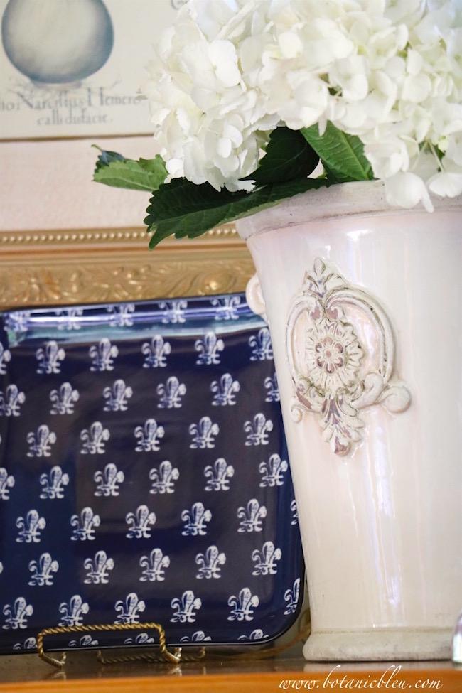 navy-square-plate-white-fleur-de-lis-french-design-flower-pot