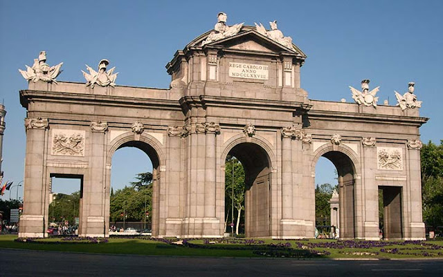 Puerta de Alcalá em Madri