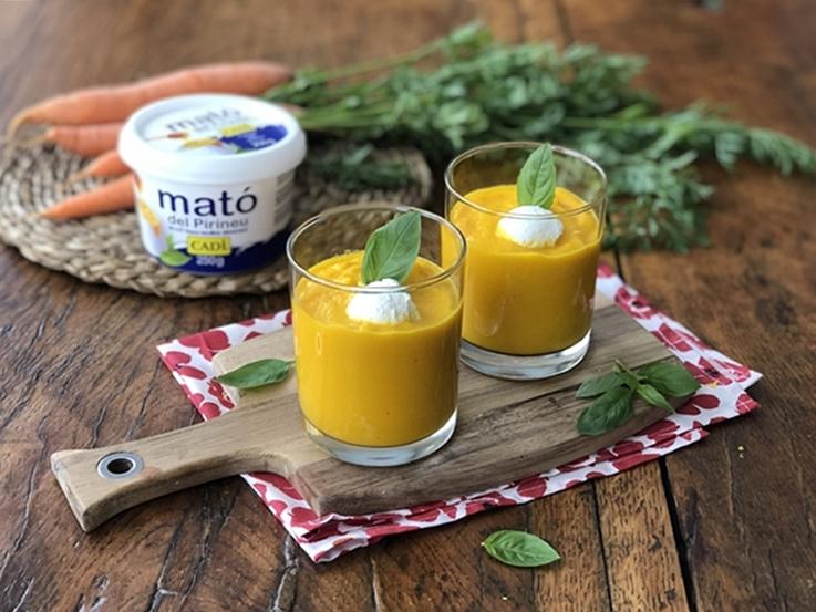 Crema fría de zanahoria con mató