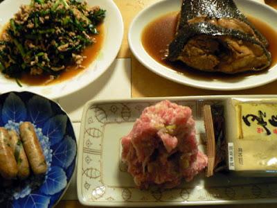 煮魚カレイ 大根葉と挽肉炒め ネギトロ 餃子ウインナー