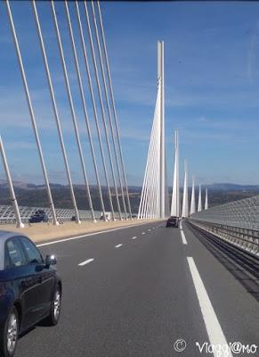 Le Viaduc de Millau è uno dei ponti più imponenti d'Europa