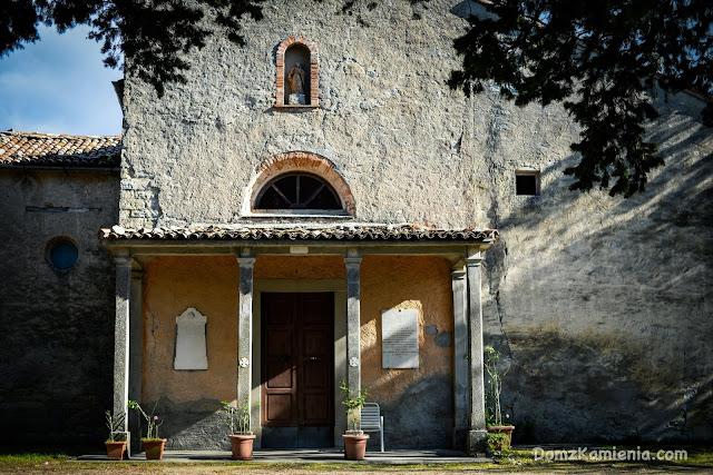 Dom z Kamienia, Santa Maria in Castello