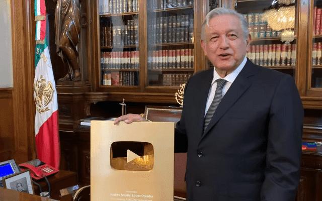 بالفيديو : أول رئيس دولة يحصل على الذرع الذهبي لليوتوب من قناته