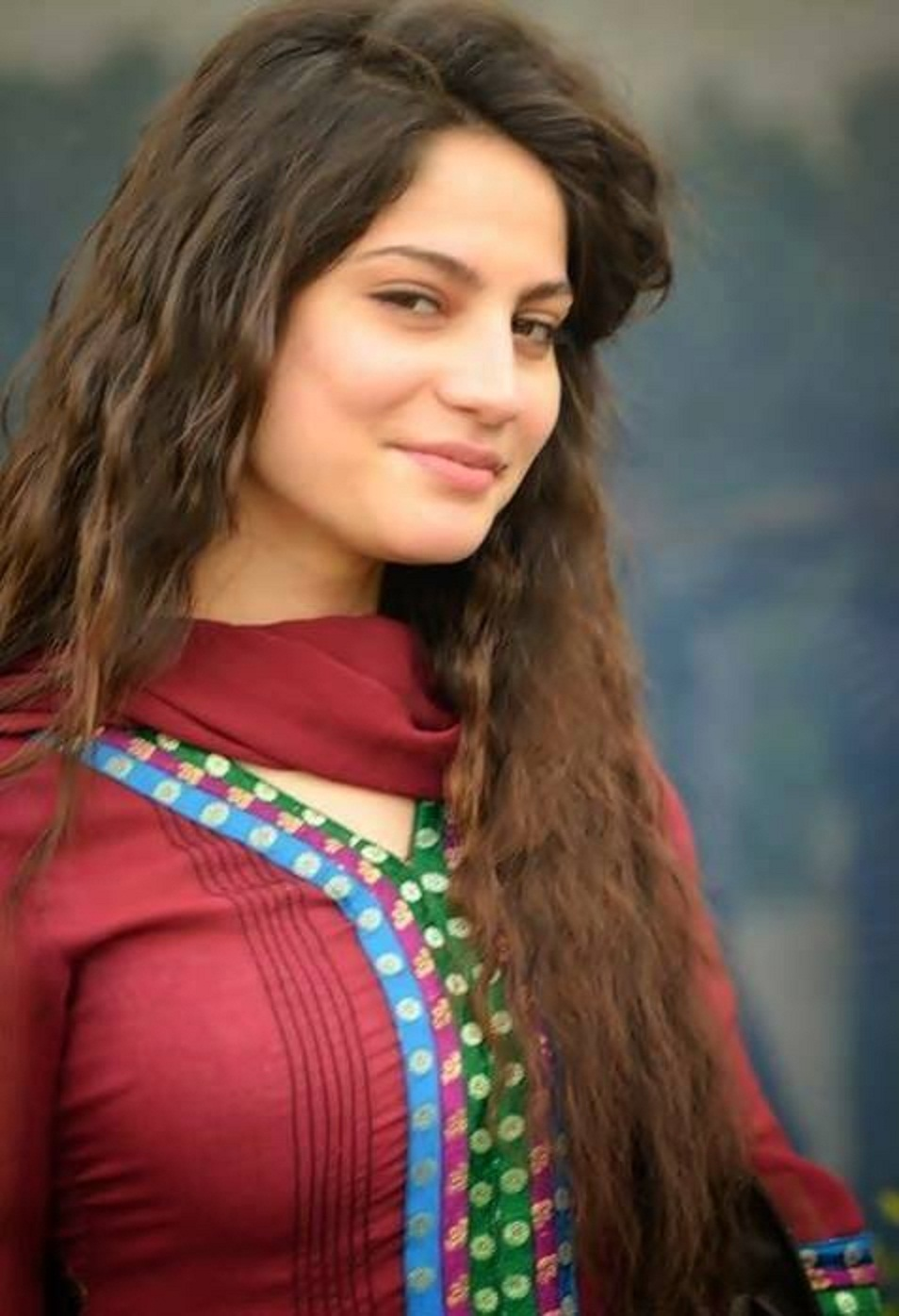 Free Stars Wallpaper: Beautiful Neelum Muneer HD Wallpaper