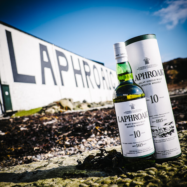 ONE WHISKEY. 200 YEARS. MANY OPINIONS | LAPHROAIG MÖCHTE DEINE MEINUNG WISSEN ( SINGLE MALT SCOTCH - ATOMLABOR BLOG SPONSORED CONTENT )