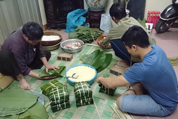 Phong tục gói bánh chưng ngày Tết của người Việt Nam