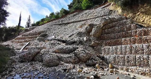 Έχει ανατεθεί γεωλογική μελέτη, από την οποία θα προκύψει αν τα αίτια της αστοχίας οφείλονται ή όχι στα καιρικά φαινόμενα