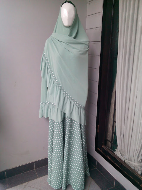 Model Gamis Muslimah Syar'i Motif Polkadot Terbaru 2016