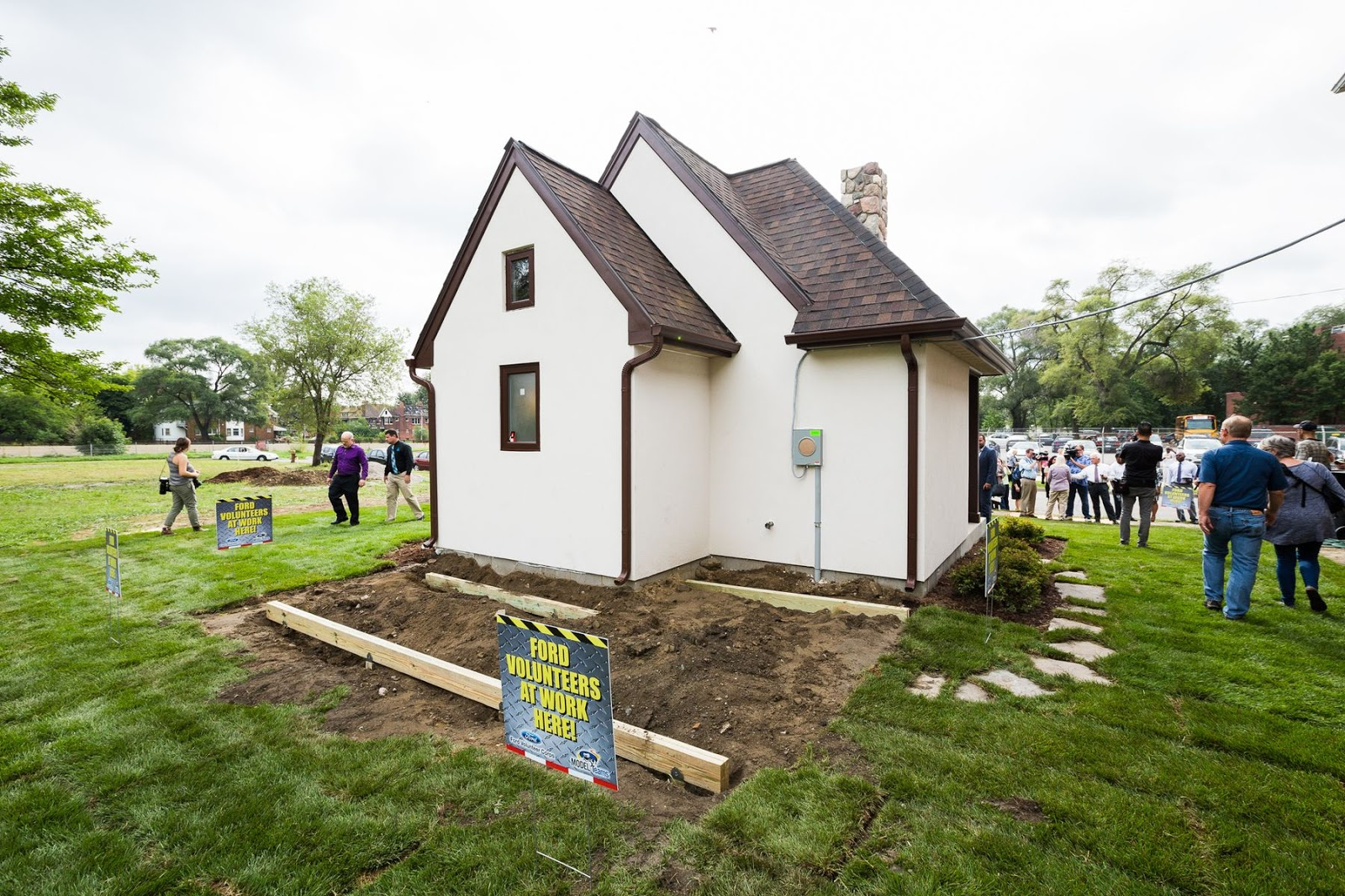 Tiny house town tiny houses in detroit for Small little houses