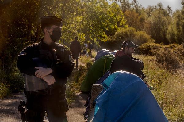 Calais : une centaine de clandestins prennent d'assaut le port vers l'Angleterre