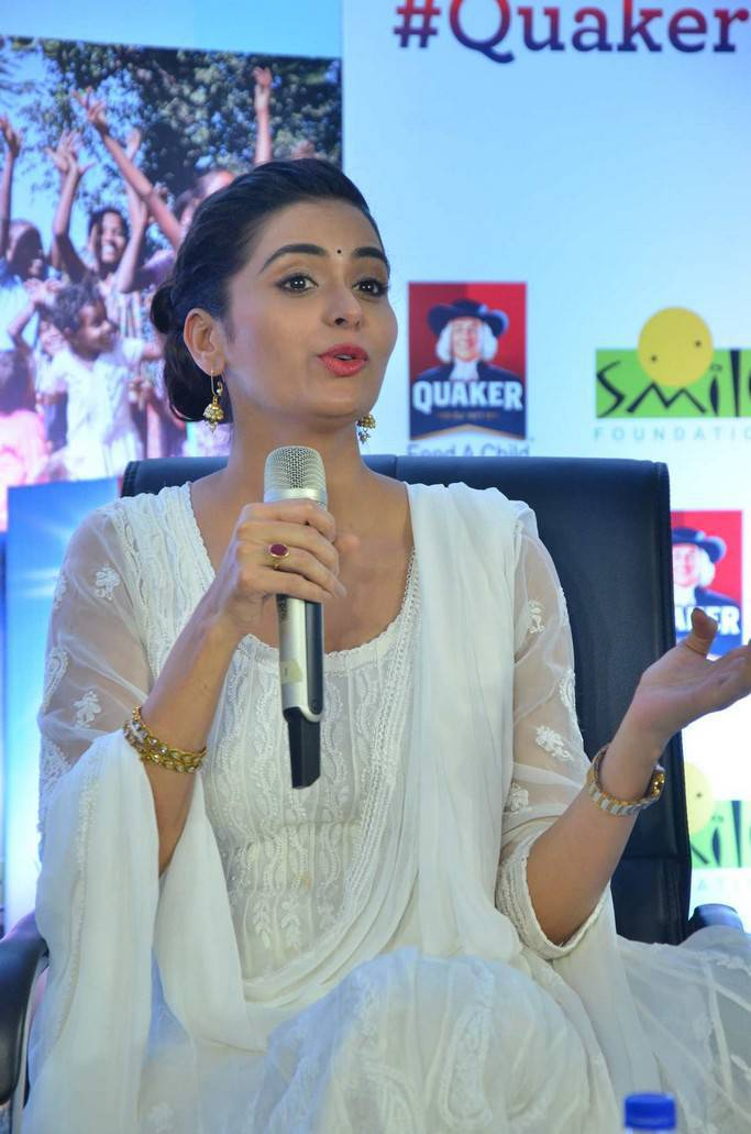 Meenakshi Dixit and Shriya Saran At Quaker Feed A Child Campaign Pics