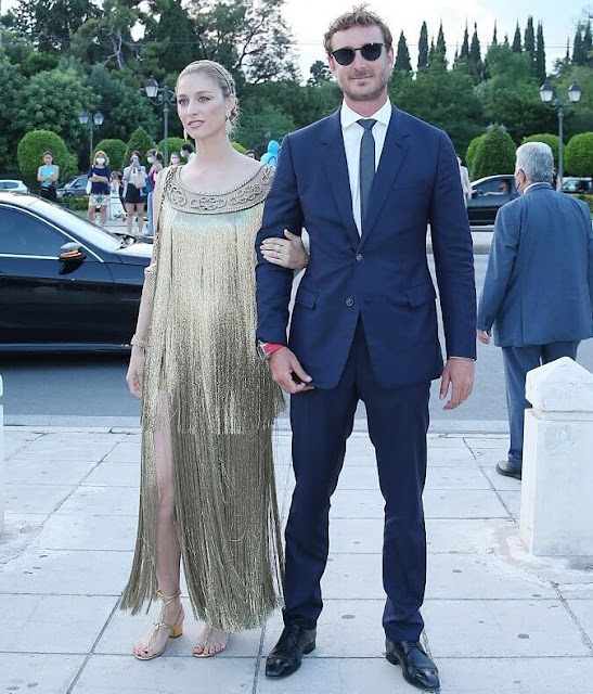 Beatrice Borromeo wore a golden fringed gown and headpiece from Christian Dior. Buccellati Milan earrings and bracelet