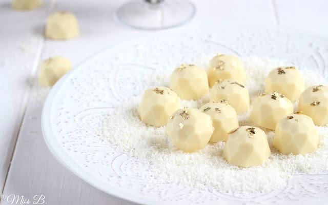Geschenke aus der Küche: Kokos-Kuchenpralinen [mit Vitaquell]