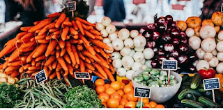 Shopping at farmers' market - a great way to live green on a budget