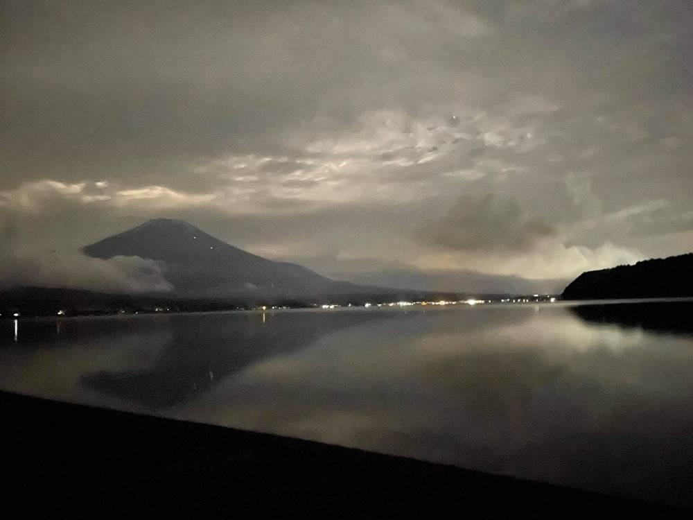 深夜の富士山