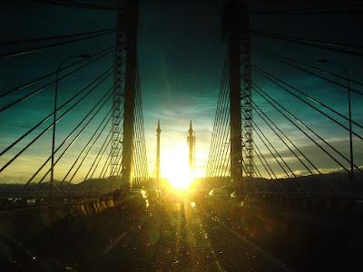 gambar hiasan , jambatan pulau pinang , ketiba tiba di suatu senja