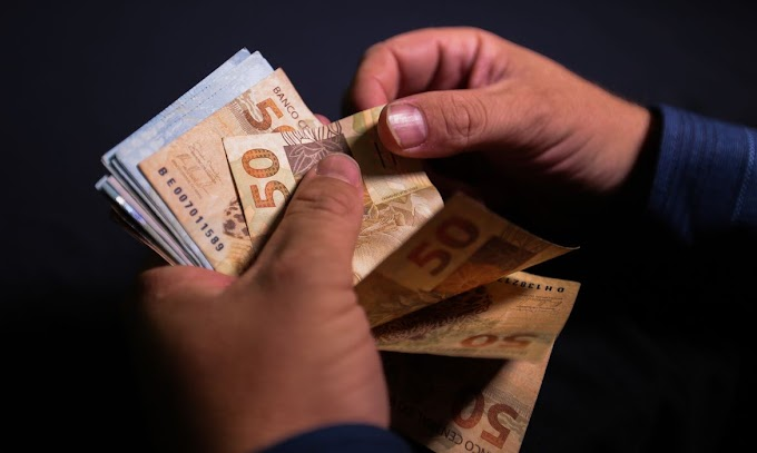 Ministro Paulo Guedes anuncia antecipação de 13º de beneficiários do INSS