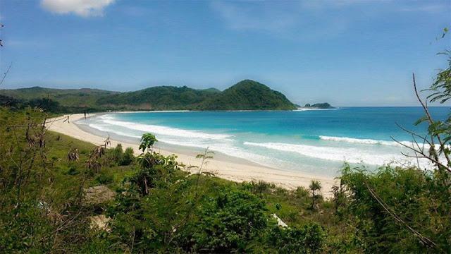 Pantai Selong Belanak Lombok, Wisata Bahari Penuh Kedamaian