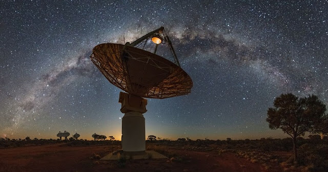 Antennas  of  CSIRO's  Australian  SKA  Pathfinder  (ASKAP)  radio  telescope  with the  Milky  Way  overhead  Credit:  CSIRO/Alex  Cherney