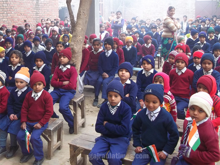 children-of-adarsh-public-school-in-republic-day-at-gajraula