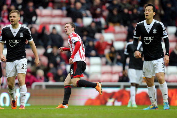 Sunderland player Craig Gardner celebrates after scoring the winning goal against Southampton
