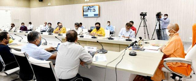मुख्यमंत्री योगी ने उ०प्र० में डेडिकेटेड इन्फोटेनमेण्ट (फिल्म सिटी) जोन की स्थापना के सम्बन्ध में फिल्म जगत के महानुभावों के साथ बैठक की