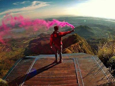 foto landasan paralayang puncak gunung telomoyo