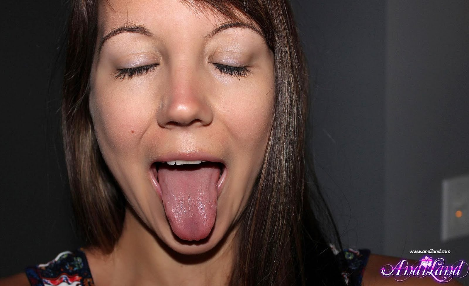 Andi - Shows Clean Tongue