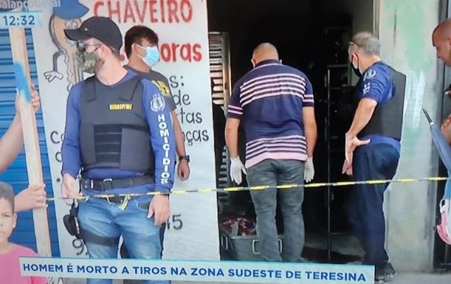 Adolescente é morto com pelo mesno três tiros dentro de loja na zona leste de Teresina
