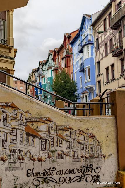 Mural 'Ehun urte...', Irala - Bilbao, por El Guisante Verde Project