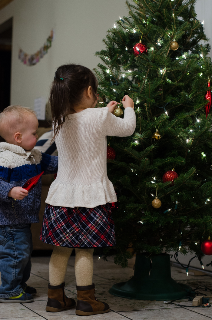 Decorating the Christmas Tree - Simple Days