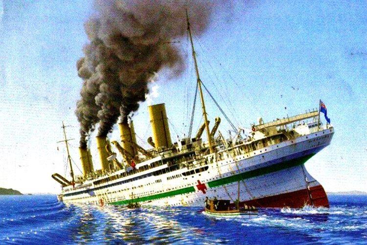 Alın yazısı yine Rose'un peşini bırakmadı ve kamarotluk yaptığı HMHS Britannic, Ege denizde battı.