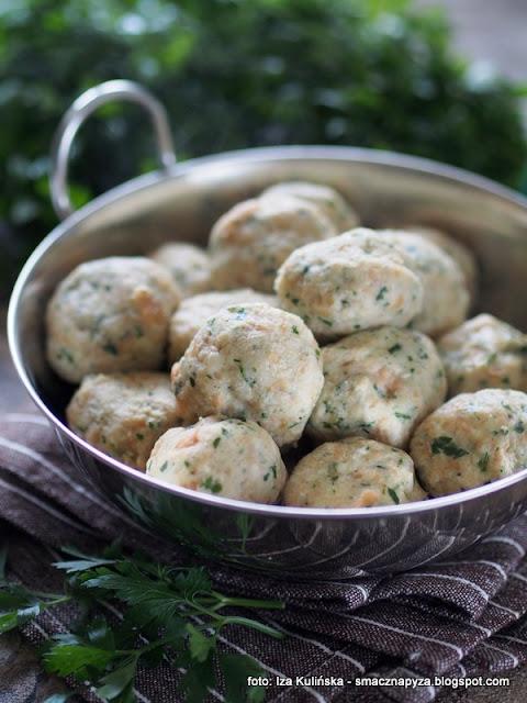 kluski bulczane, czerstwe bulki, kluska, knedel, do gulaszu, nie marnuj jedzenia, jak wykorzystać stare bulki