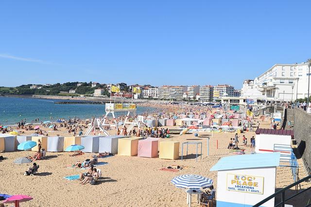 beach-people-sun-sea-couple-ocean
