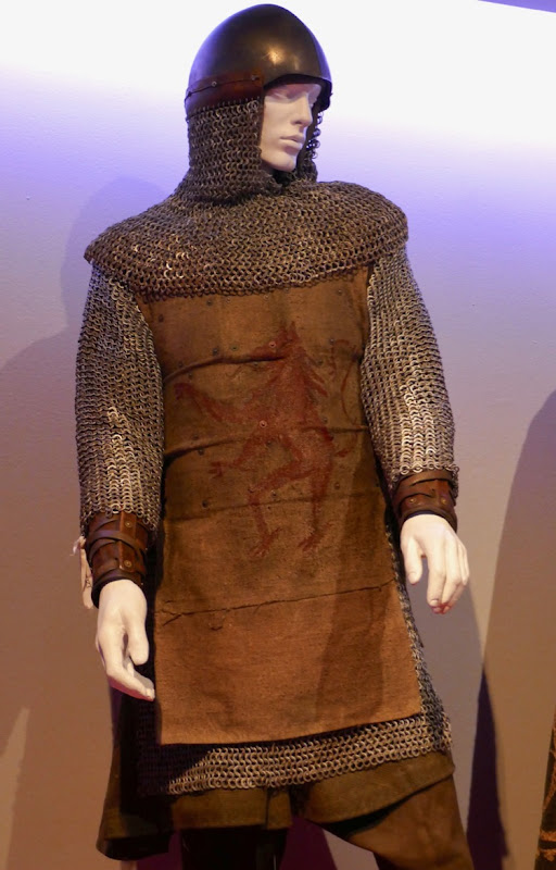 Chris Pine Outlaw King Robert Bruce chainmail costume