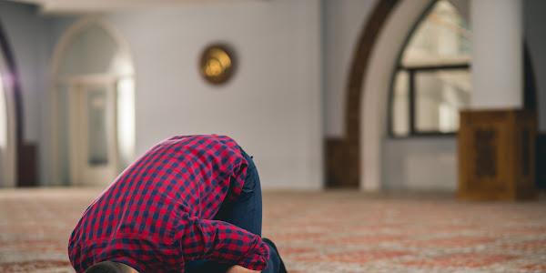 Bacaan Doa Sujud Syukur, Niat dan Tata Caranya (+Manfaat dan Hikmah)