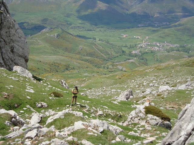 A pocos metros de Ronzón, con Torrebarrio en el fondo del valle babiano