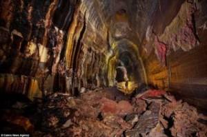Τι κρύβεται κάτω από τη Γη : Απίστευτες φωτογραφίες μέσα σε σπηλιά λάβας εκατοντάδες μέτρα υπόγεια (photos)