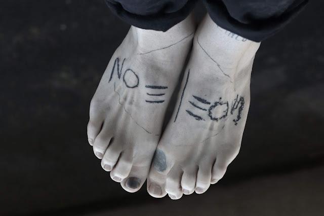 noeleon-tatouage miroir-performance tatouage à deux mains-olivier poinsignon