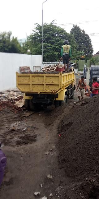 jasa-angkut-buang-puing-sampah-proyek-di-leuwinanggung-tapos-kota-depok-jawa-barat