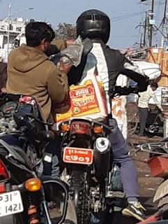 नेपाल में भारतीयों का प्रतिबंध मगर नेपाली नागरिक भारतीय बाजारों में कर रहे चहल कदमी