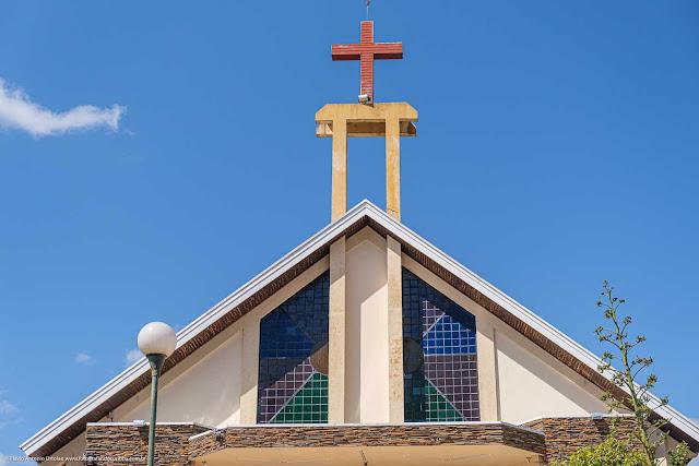 Igreja da Paróquia Santa Cruz e Santa Efigênia detalhe da torre com cruz