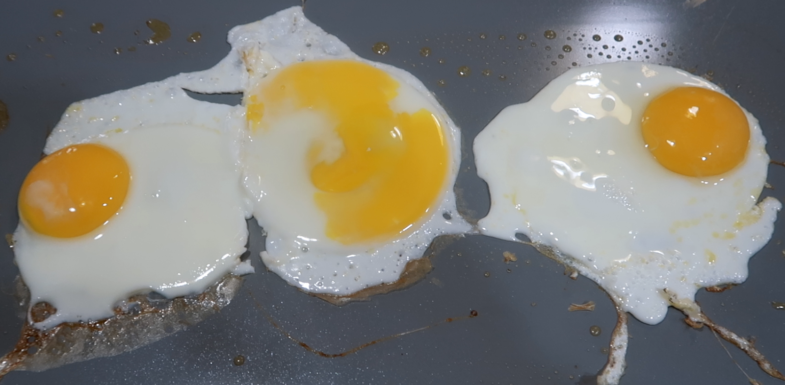 Image: Fried eggs seen first on bits and babbles blog