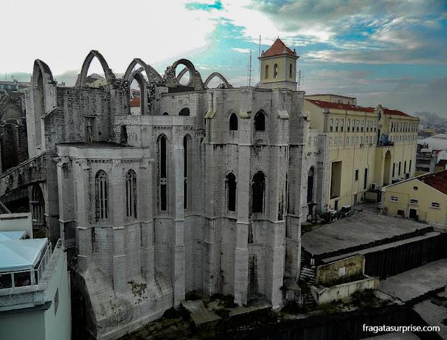 O Convento do Carmo visto do mirante do Elevador de Santa Justa